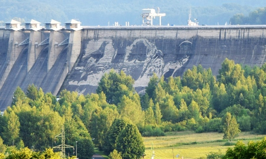 Mural w solinie ju prawie gotowy lesko for Mural na tamie w solinie